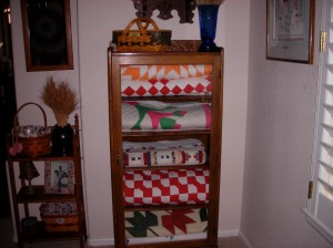 See how she stores her quilts